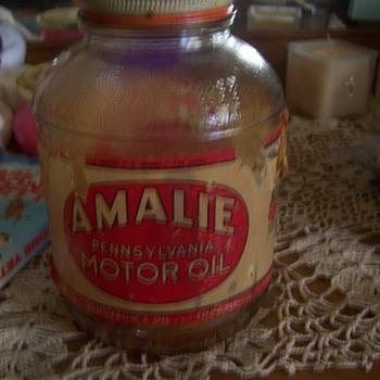 Amalie Oil Jar    1930 s - 1940 s - Petroliana