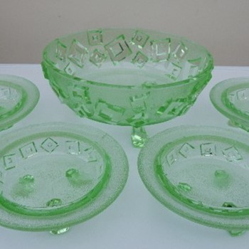 Libochovice uranium glass bowls. - Art Deco