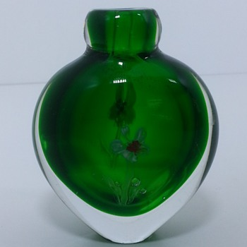 small Green vase with flowers - Art Glass
