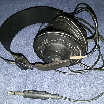 my PIONEER SE-2 stereo headphones - Electronics