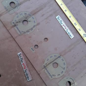 pair of TRI-PAR SOUND SYSTEMS amplifier rack plates - Electronics