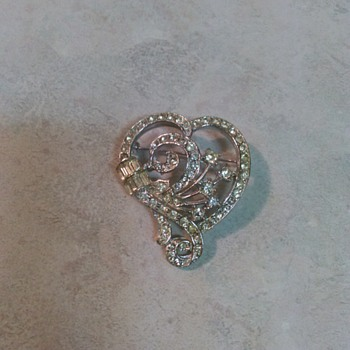 HEART BROOCH - Costume Jewelry