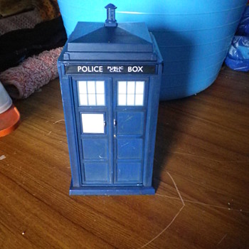 Dr Who The Tardis (old UK Police Box) a toy that makes all the Orignal sounds with lights