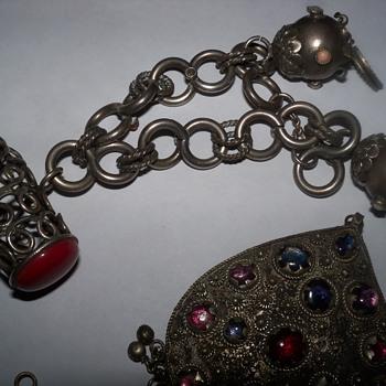 Estrucan bracelet - Costume Jewelry