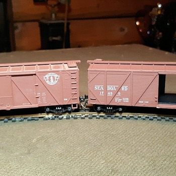 Athearn HO Scale 40' Wooden Boxcars Sea Boa Rd and B&M  - Model Trains