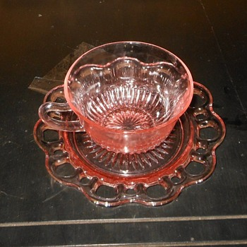 Depression Glass Cups and Saucers Old Colony 1935-1938 - Glassware