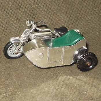 Marvelous Metalic Matchbox Monday Models of Yesteryear Y-8 1914 Sunbeam Motorcycle With Sidecar - Model Cars