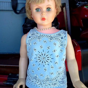 Does anyone know what kind of doll this is? - Dolls