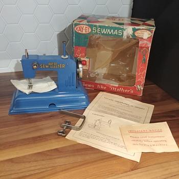 Vintage Kayanee Sew Master kids German sewing machine - Sewing