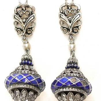ART DECO white gold (14 k) blue enameled rose cut diamond earrings