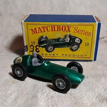 Mighty Marvelous Matchbox Monday MB 19 Aston Martin Racing Car 1962-1964 - Model Cars