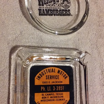 the last two little glass advertising ashtrays - Tobacciana