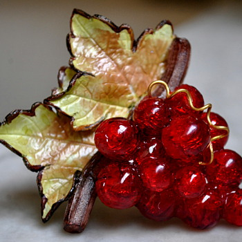 """MARKED """"PARIS"""" CARVED CELLULOID OR LUCITE GRAPES WITH LEAVES - Costume Jewelry"""