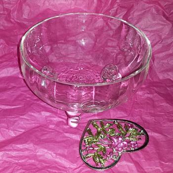Pretty little dish - Glassware
