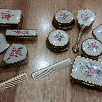 Antique dressing table sets - Accessories