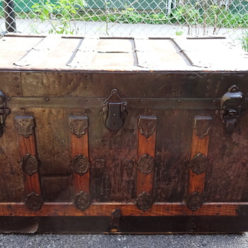 Old trunk from Montreal city - Furniture