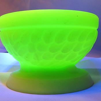 """Custard bowl/dish 2"""" tall x 3"""" wide...small. Beautiful - Glassware"""