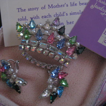 """""""the Original FAMILY CROWN PIN"""" by B. DAVID  - Costume Jewelry"""