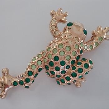Monet frog brooch  - Animals