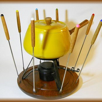 Vintage FONDUE SET - Harvest Gold with Teak wood Accents