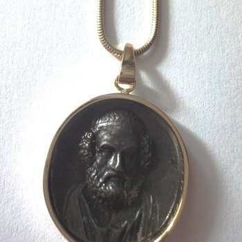 Iron Berlin Cameo depicting Homer made an intaglio by G.B. Pichler set in 14K - Fine Jewelry