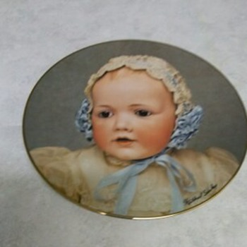 DOLLY PLATE HILDA 1982 - China and Dinnerware