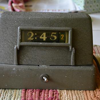 "U. S. Navy Direct Reading Clock 1944 Model ""O"" Pennwood Numechron"