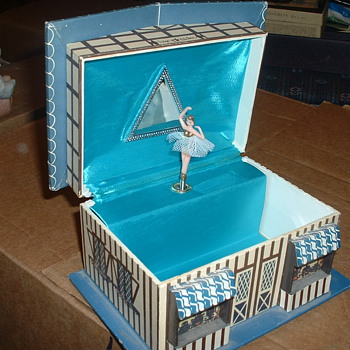 "Vintage Music box/Jewelry box with Ballerina, Fudge Kitchen cottage that plays ""Fascination"" - Fine Jewelry"