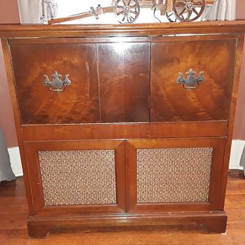 PHILCO model 46-1213 radio/phonograph - post #1 - Radios