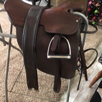 English Saddle - Sporting Goods