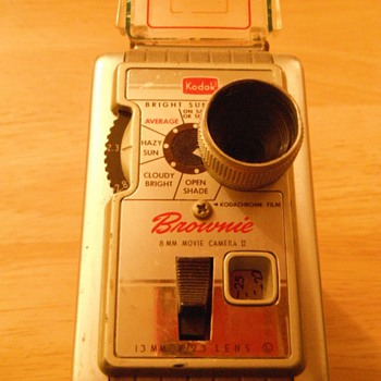 Kodak Brownie 8 8MM movie camera from the late 1950's - Cameras