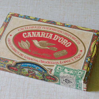 Canaria D'Oro Wooden Cigar Box - Tobacciana