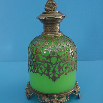 OLD CHINESE JADE AND BRONZE SCENT BOTTLE