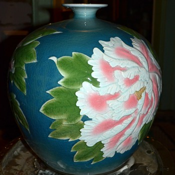 Very Large Urn / Vase with Peony Decorations - Made in China - Pottery