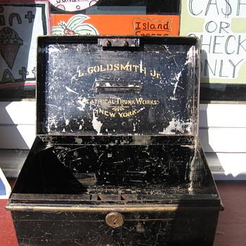 L. Goldsmith Jr Theatrical Trunk Works N.Y. Tin Cash Box - Advertising