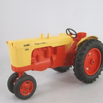 Case 800 Tractor - Toys