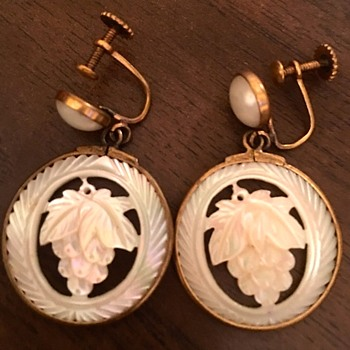 Round clip on earrings with Grape in middle - Costume Jewelry