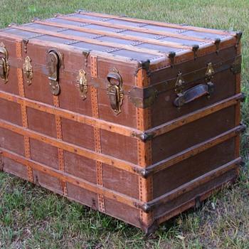 Early 20th Century Narrow Slat Canvas Flat Top Trunk - Furniture