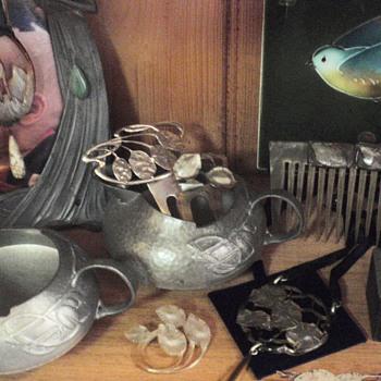 Art Nouveau horn jewellery & objects
