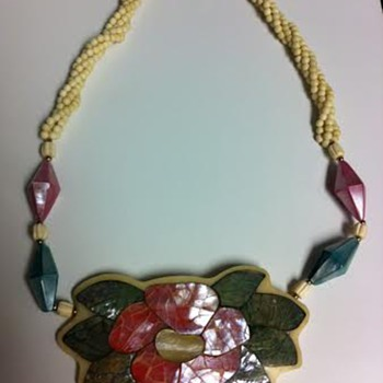 Does anyone know what type of this necklace this?