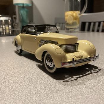 Franklin Mint 1937 Cord 812 Phaeton Coupe  - Model Cars