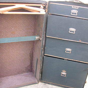 My son found two wardrobe trunks, this one is a question? - Furniture