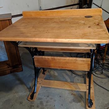 Grand Rapids child school desk - Furniture
