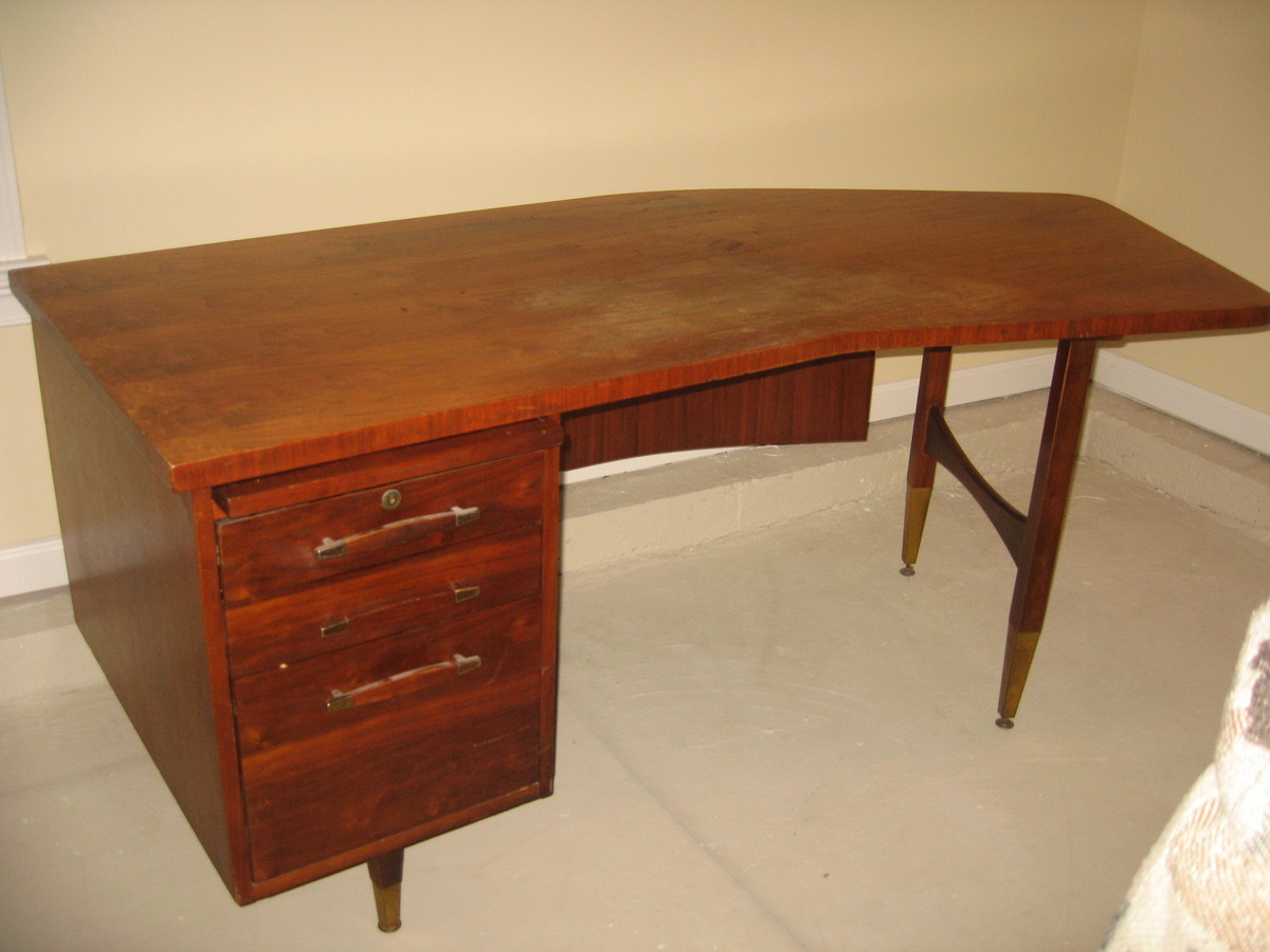 & Curved desk | Collectors Weekly