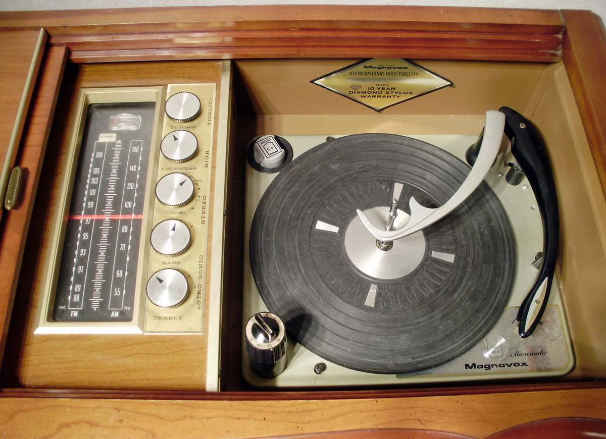 1964 Magnavox Astro-Sonic Solid-State Console Stereo | Collectors Weekly