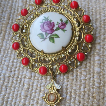 Porcelain brooch - Costume Jewelry