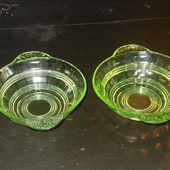 A Rather Small Vaseline Glass Bowl - Glassware