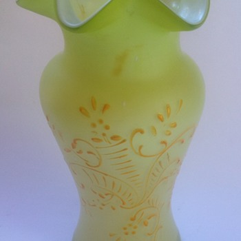 Victorian green satin glass vase with enamel decoration - Art Glass
