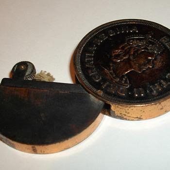 Bermuda Crown Coin Lighter - Tobacciana