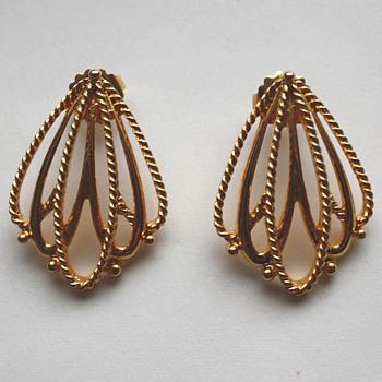 Vintage earrings - Avon (Gilded Mesh)